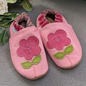 2-3 yr pink flower Robeez moccassins